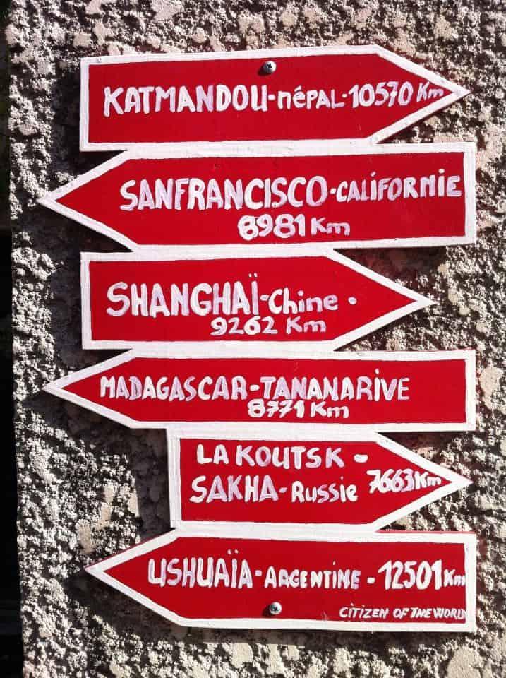 Plusieurs directions du Monde à partir de la France